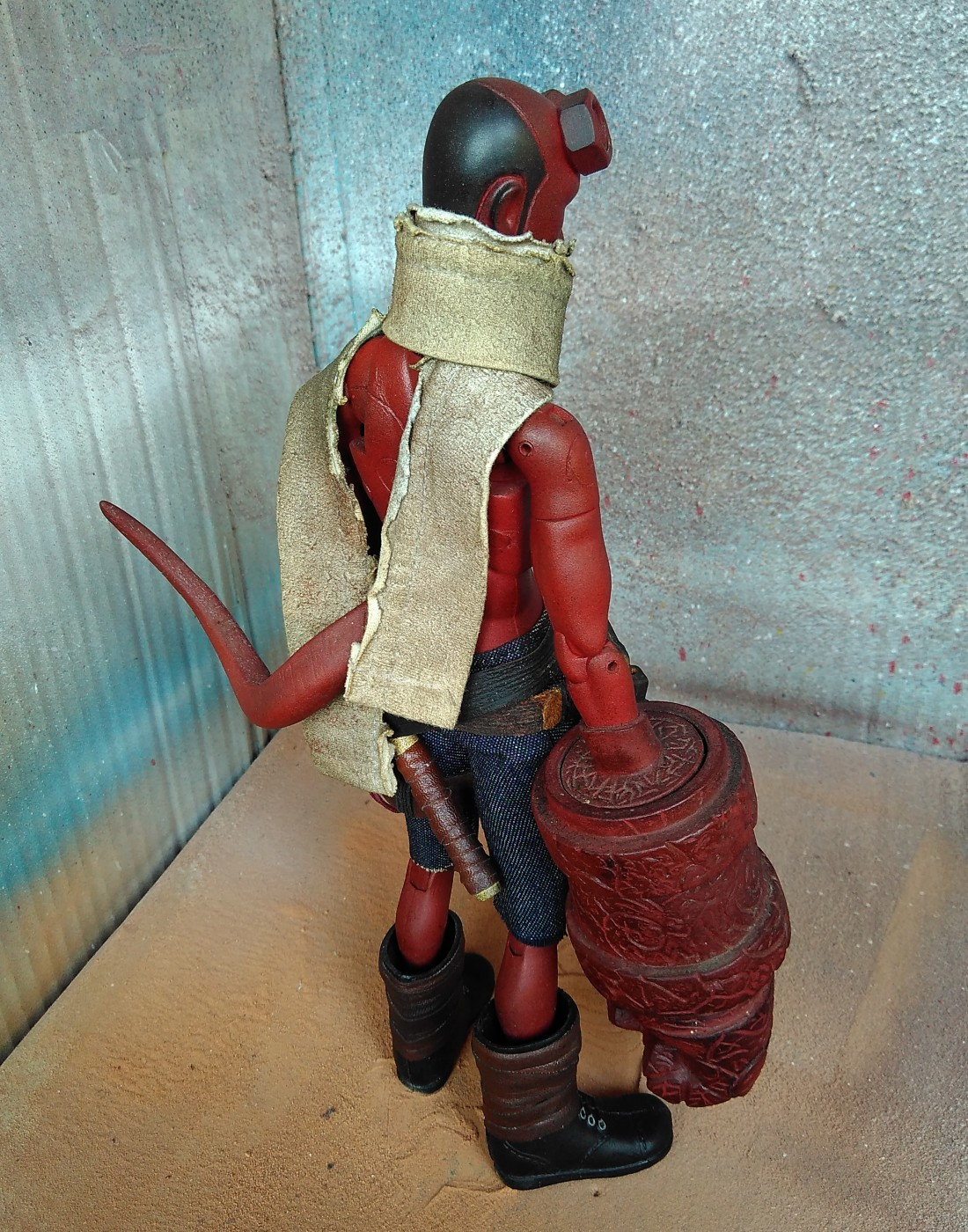 HELLBOY One sixth scale by Alympu side